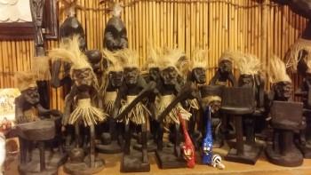 バリ島木彫り原住民