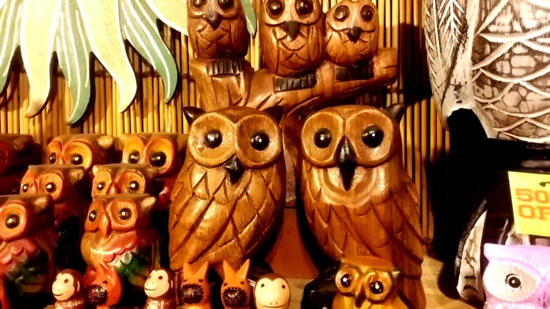 フクロウの木彫り