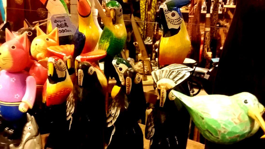 鳥の木彫り