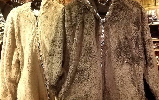 新入荷!モコモコ可愛い暖かジャケットなどドンドン冬物入荷中