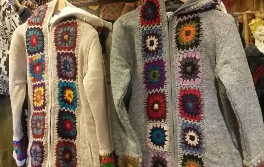 ネパールの暖かジャケット&ウール雑貨入荷