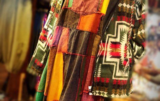 本日のエスニックファッション!レディースコーデ~パッチワークのサロペット
