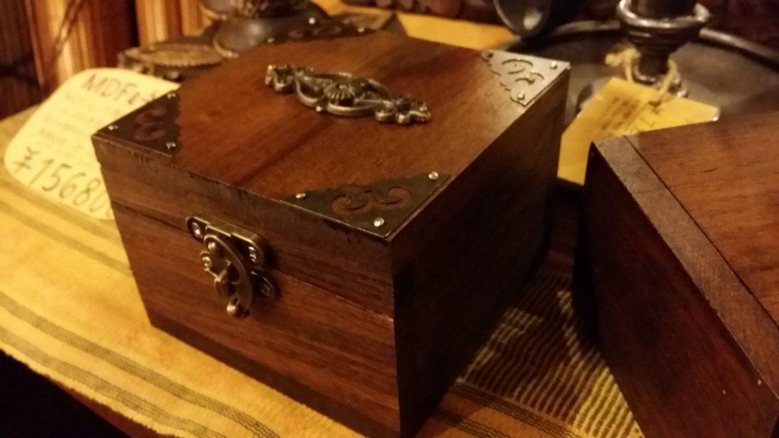 可愛いアンティックなボックス