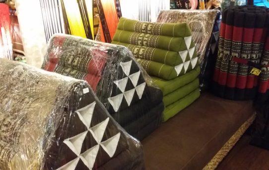 新入荷!便利なタイの三角枕クッション!