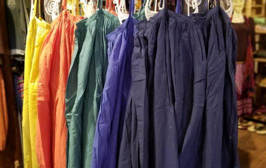 春色~使い勝手が良い無地系スカートなど入荷です。