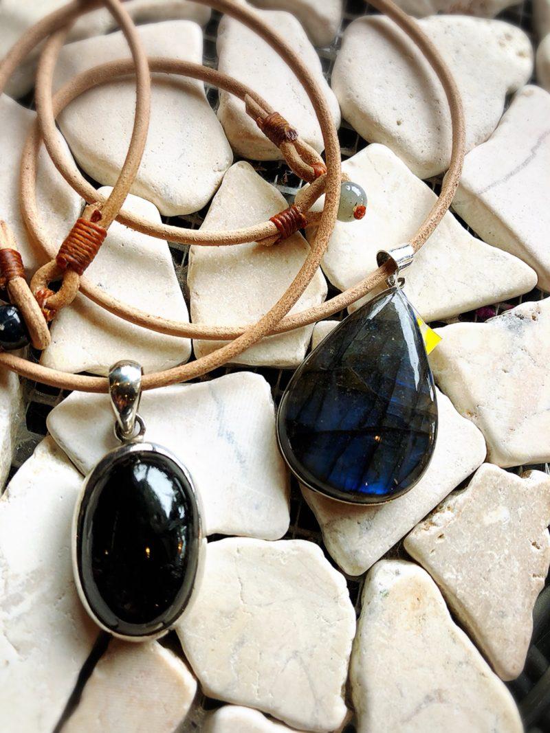 天然石ヌメ革ネックレス
