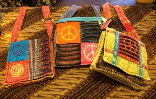 バグースのオススメアイテム♪♪「ムラ染めネパールパッチワークバッグ」