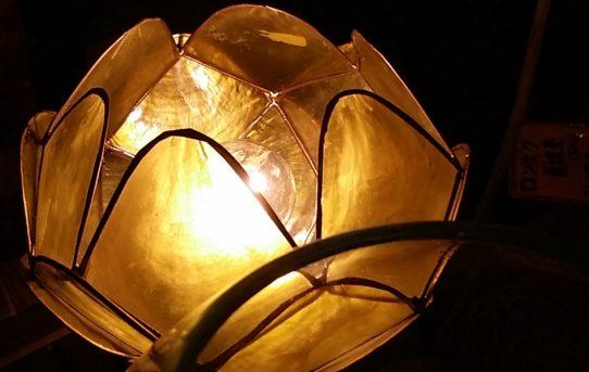 バリ島のアジアンランプに灯がともりました。