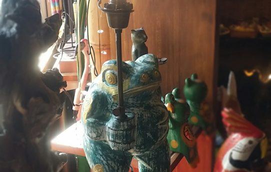 バリ島の木彫りのカエルちゃんをランプに変身!