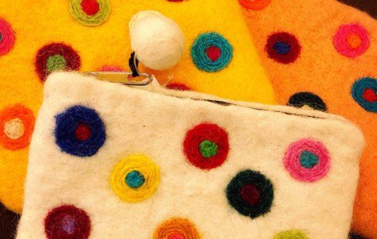 可愛い色使いのネパールウール100%フェルトポーチ