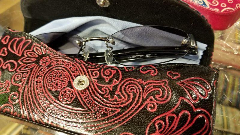 iインドの山羊革メガネケース