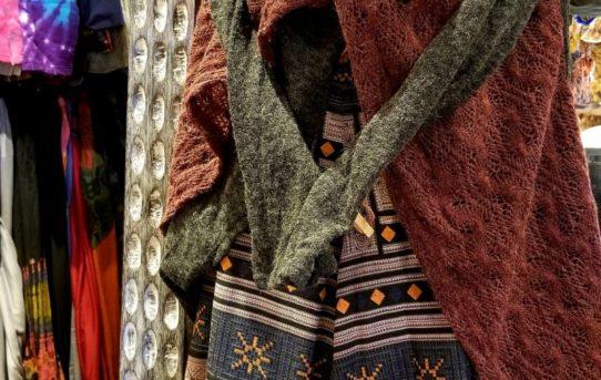 暖かレディースファッションコーデ!アクリルウールの羽織物