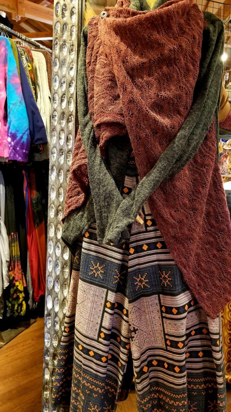 秋のエスニックファッション