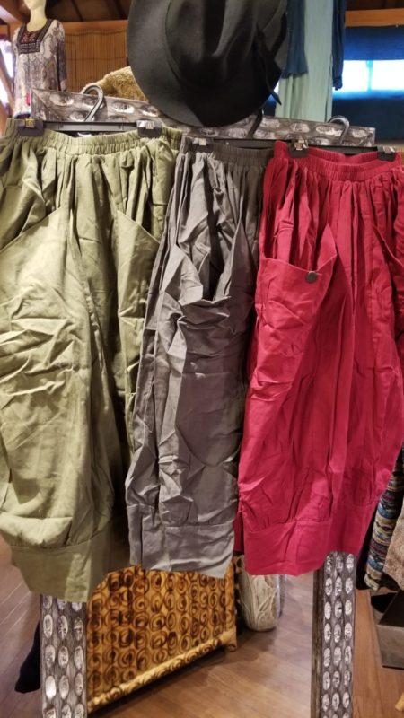 大きなポケットがインパクトがあるバルーンスカート