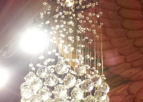 タイからのクリスタルガラスのシャンデリア♪組み立てました♪